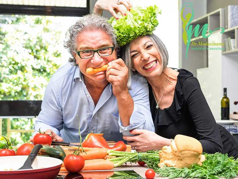 اهمیت تغذیه سالمندان و نیازهای غذایی مناسب