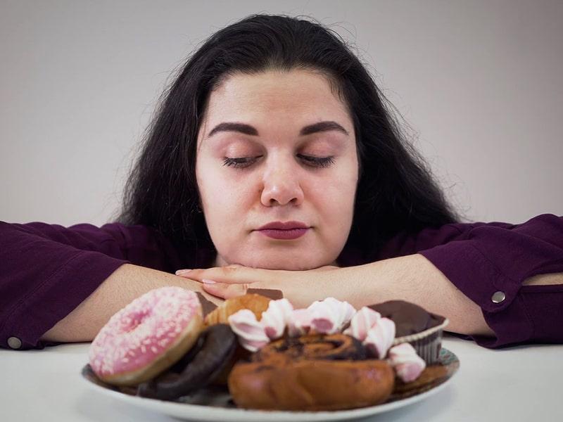 آیا مصرف شیرینی زیاد باعث چاقی می شود؟